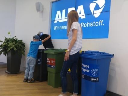 Bei ALBA, 2a und 2b, Recycling zum Anfassen
