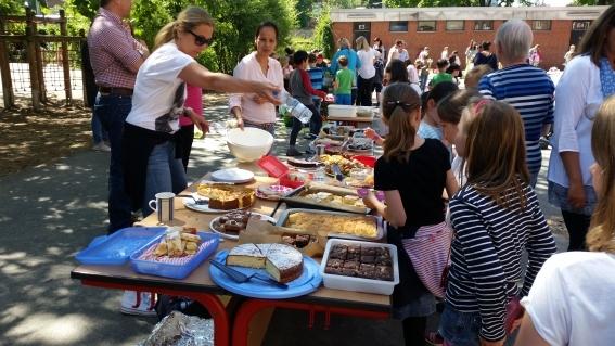 Sommerfest, Kuchenbüfett für soziale Projekte